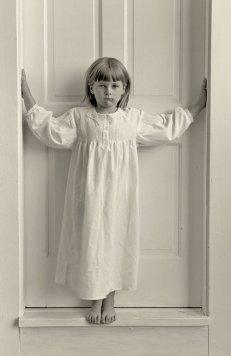 A+Margot+in+the+doorway